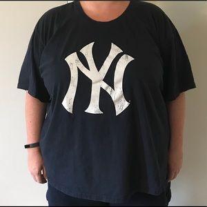 7d5eef18 Gently worn New York Yankees womens Plus shirt 4x